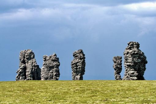 Столбы выветривания на плато Маньпупунёр (Малые Болваны на языке манси), Урал, Россия