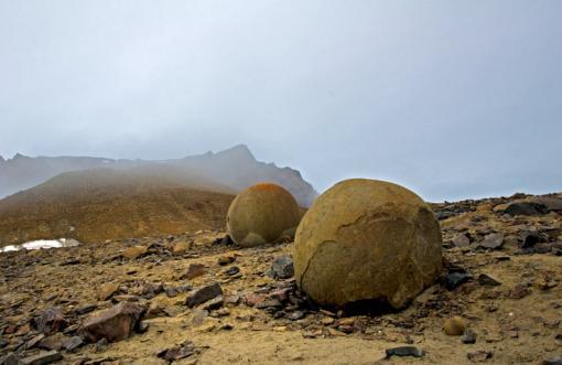 Земля Франца Иосифа - круглые камни острова Чамп